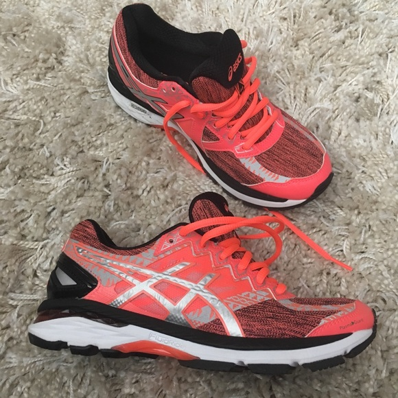 Asics Women G t 2000, new without tag!
